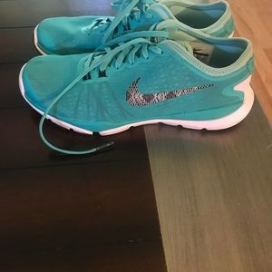 7.5 Nike flex supreme TR 4 woman running shoes